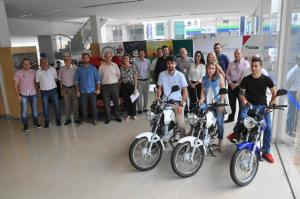 Carro e 3 motos foram entregues pela Acicam em Campo Mourão