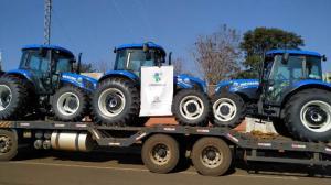 """Produtores rurais são beneficiados com o programa """"Trator Solidário"""" em Roncador"""