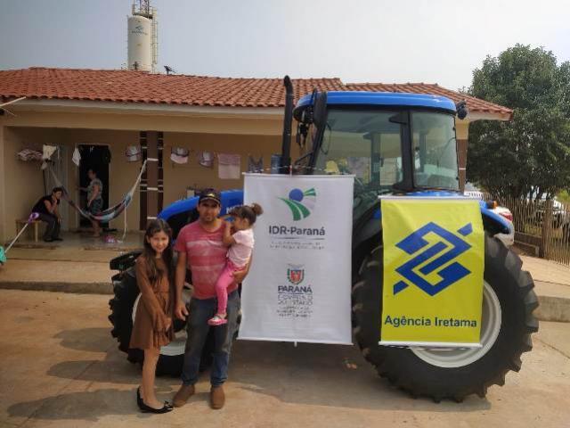 Instituto de Desenvolvimento do Paraná promoveu entrega de mais um trator em Iretama
