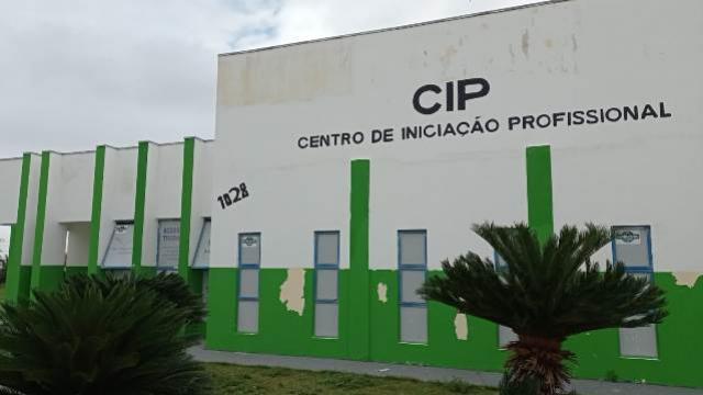Oficinas em bairros de Campo Mourão preparam jovens e adultos para o mercado de trabalho