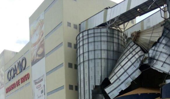 Um silo do Moinho de Trigo da Coamo teve a sua parede rompida durante a madrugada desta quinta-feira, dia 19.