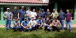Alunos de agronomia realizam visita técnica a produtores de rosas em Araruna