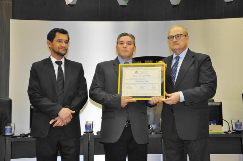 Legislativo de Campo Mourão homenageou  investigador da 16ª SDP