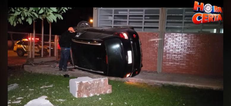 Veículo perde o Controle em Campo Mourão e Invade Detran, Motorista fica gravemente ferido