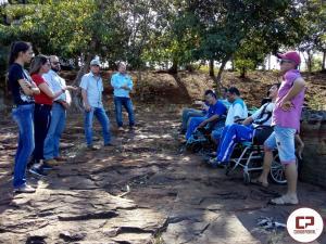 Alunos da APAE de Barbosa Ferraz participam de passeio ecológico