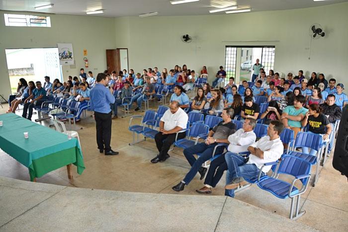 Palestra sobre primeiro emprego é realizada em Farol com grande participação dos jovens