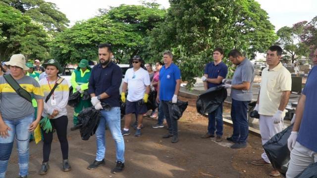 Servidores municipais de Campo Mourão em mutirão contra dengue em espaços públicos