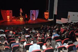 Espetáculos teatrais marcaram a abertura do Feirão do Imposto em Campo Mourão