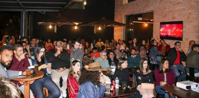 Abertura de evento científico em Campo Mourão lotou bares na segunda-feira,21