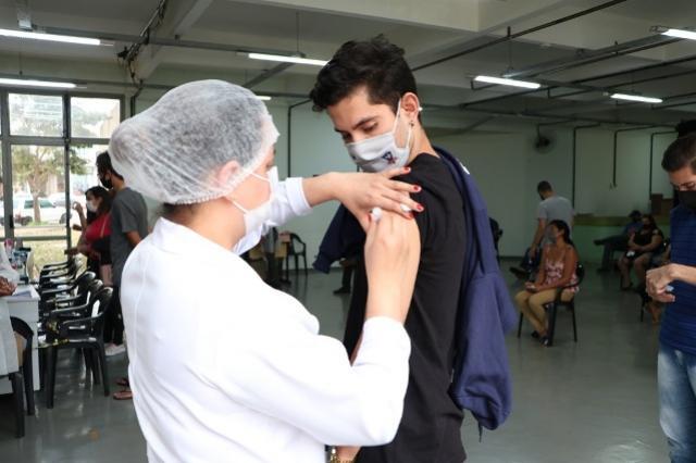Vacinação contra Covid-19chega aos jovens de 19 e 18 anos em Campo Mourão