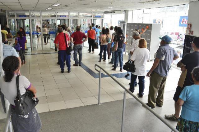 Procon de Campo Mourão cobra normalização de atendimento bancário