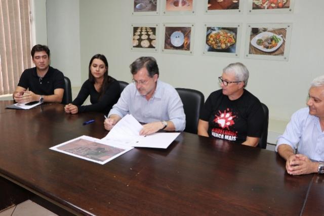 Assinada ordem de serviço para  reformas no Canil Municipal de Campo Mourão