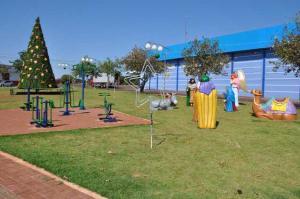 Praças de dois bairros em Campo Mourão também ganham ambientação natalina
