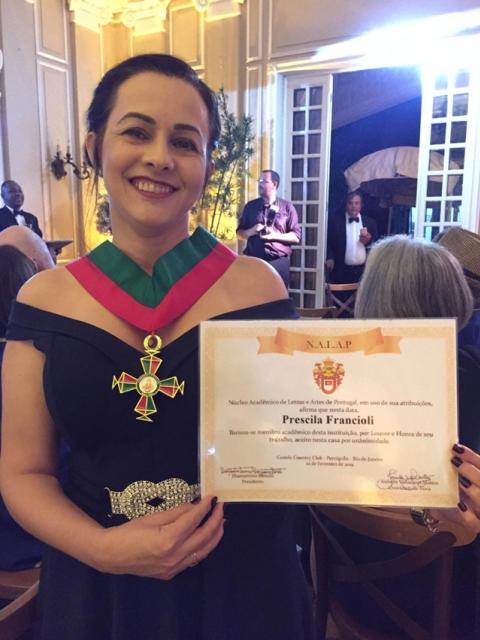 Prescila Francioli recebe prêmio e relança livro em Petrópolis (RJ)