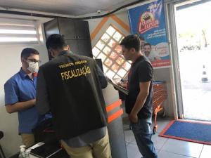 Procon de Campo Mourão fiscaliza preços de álcool em gel, alimentos e combustíveis