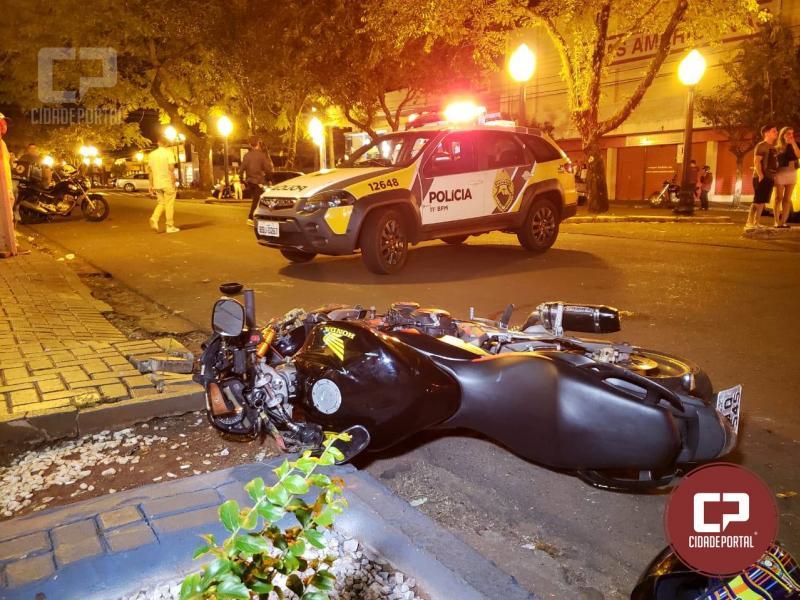 Duas pessoas ficaram com ferimentos após acidente automobilístico em Campo Mourão