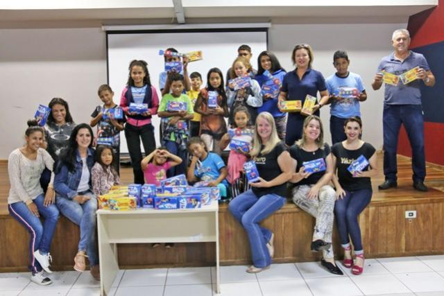 Crianças e Adolescentes dos Serviços de Convivência receberam chocolates da Yázigi na Páscoa
