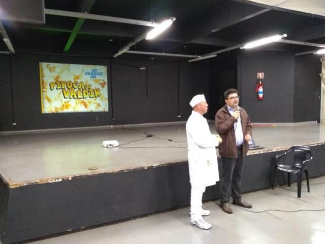 Pipoqueiro agradou público na palestra  sobre vendas na Casa da Cultura de Campo Mourão
