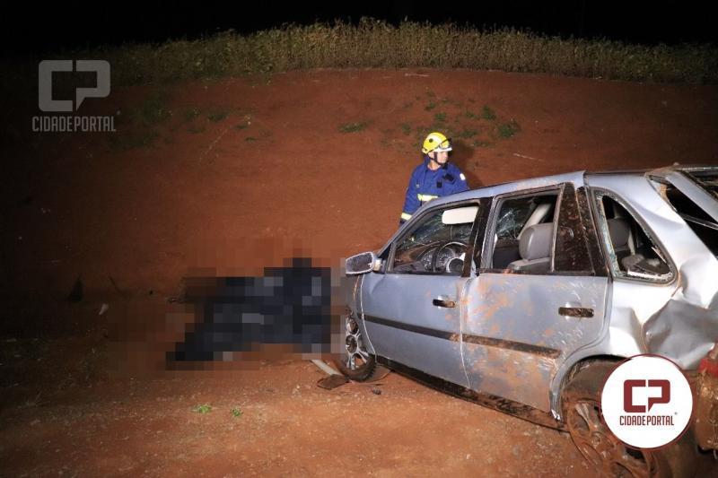 Uma pessoa perde a vida ao capotar o veículo na PR-467 entre Campo Mourão e Luiziania