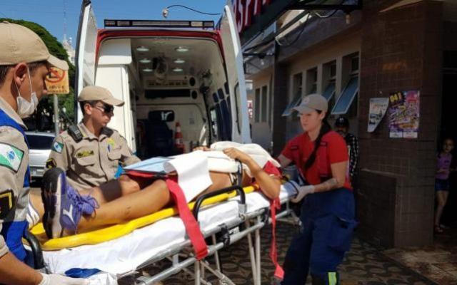 Mulher fica ferida após ser atropelada pelo próprio carro em Campo Mourão