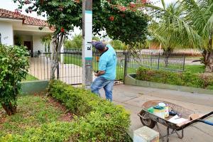 Secretaria de Obras de Farol inicia trabalhos de pinturas em postes com nomes de ruas