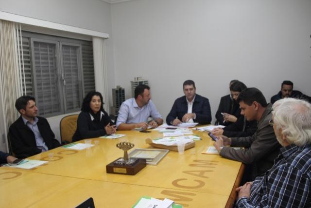 Em Campo Mourão Prefeitos participam de encontro na  Comcam e discutem pauta regional