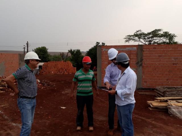 Construções de casas para famílias carentes avançam na região Centro-Oeste do Paraná