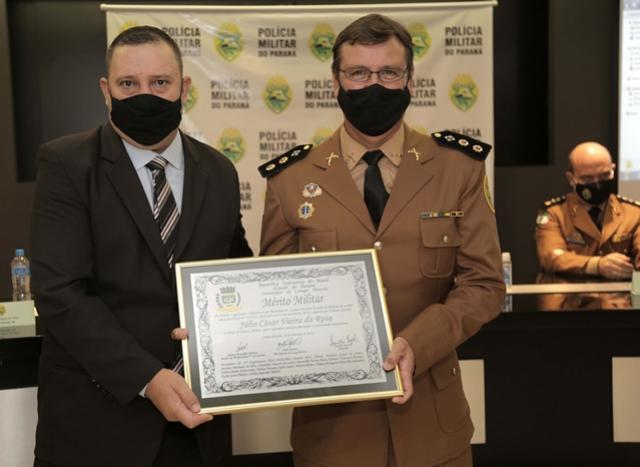 Honraria de mérito militar é entregue a Tenente Coronel da PM
