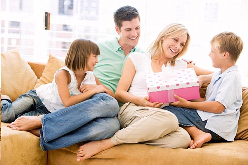 Dia das Mães:  Comércio de C. Mourão  sorteia 20 vale compras