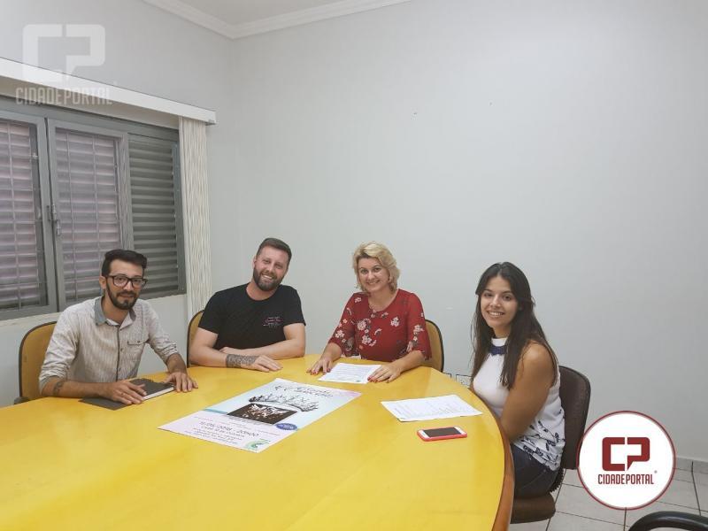Comcam define apresentador do concurso Rainha  da Comcam e faz parceria com empresário