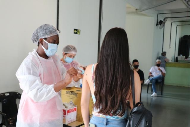 Vacinação contra o Covid-19 atinge jovens de 17 anos em Campo Mourão nesta segunda-feira, 27