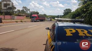 PRF apreende duas carretas com 650 mil carteiras de cigarro em Campo Mourão