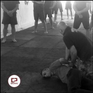 Professor Dinatale ministra instrução em Defesa Pessoal e Combate Corpo a Corpo para unidade ROTAM de Campo Mourão