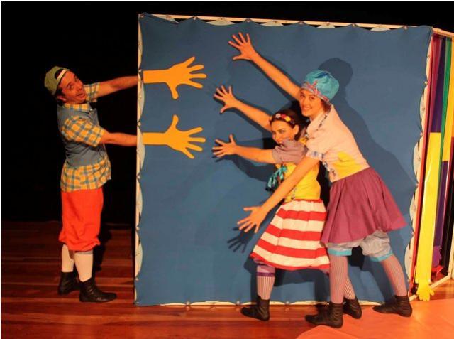 Palmas Pra Que Te Quero entra na circulação do Domingo Tem Teatro em Araruna e Terra Boa