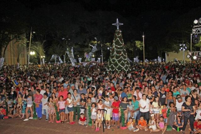 Campo Mourão abre programação com Espetáculo As Três Chaves do Natal