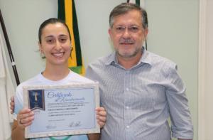 Atleta campeão paralímpico e Campo Mourão + Ativa apresentam premiações recebidas