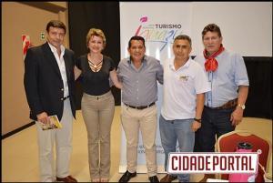 Prefeita de Farol se reúne com lideranças do Turismo da cidade de Puerto Iguaçú na Argentina