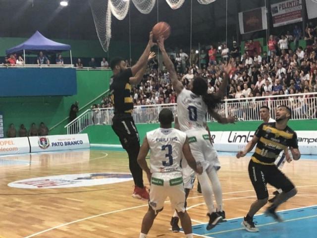 Oral Sin Campo Mourão Basquete sofre derrota por um ponto para o Pato no Sudoeste