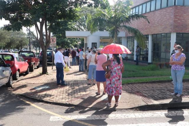 Secretaria recebe até pedidos de vacina para quem vem visitar parentes no feriado