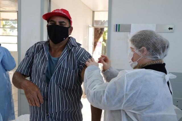 Prossegue vacinação contra Covid-19em Campo Mourão parapessoas de 36 anos nesta sexta-feira, 30