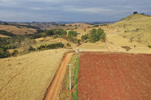 Programa de redes elétricas na área rural, Paraná Trifásico avança na região de Campo Mourão
