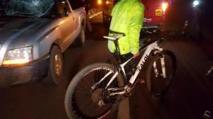 Ciclista é atropelado na rodovia e fica gravemente ferido