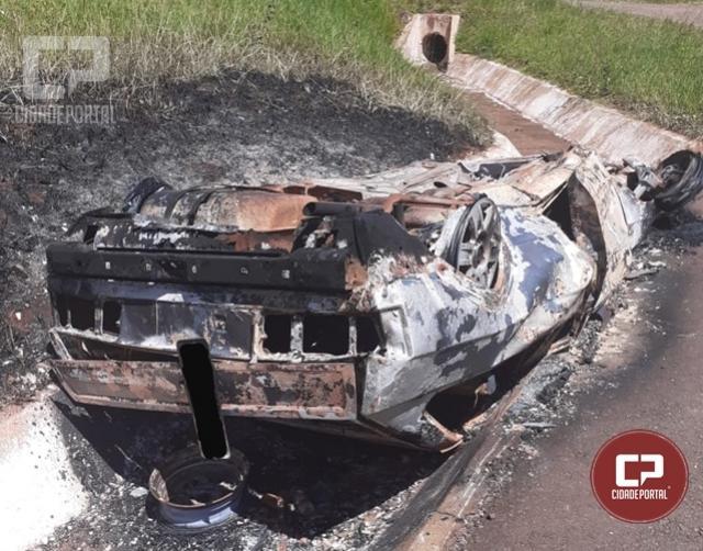 Carro furtado na noite desta terça-feira, 03, foi encontrado carbonizado na BR-487