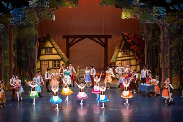 Escola de Dança Teatro Guaíra celebra 65 anos