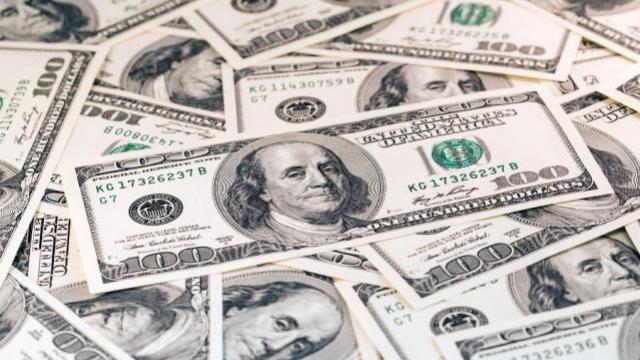 Dólar cai mais de 1%, abaixo de R$ 5,16, e Bolsa opera em alta de quase 3%