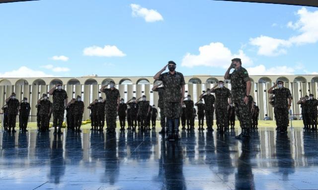 Cerimônia marca despedida do General Leal Pujol do Comando do Exército