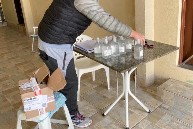 Polícia Civil prende suspeita de vender álcool em gel adulterado em Araucária