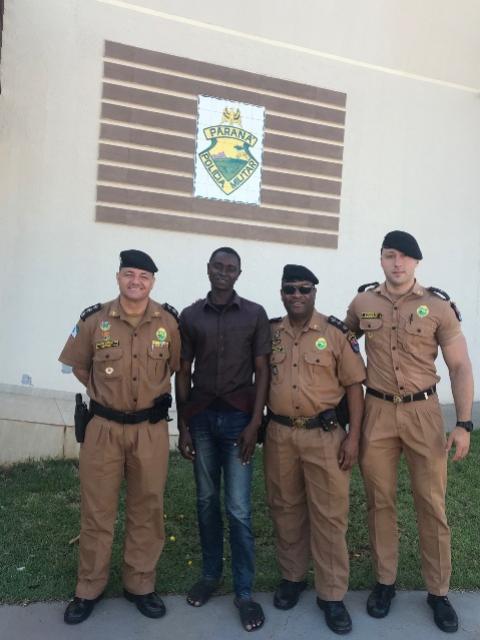 7° BPM recebe visita de africano novo morador de Cruzeiro Oeste