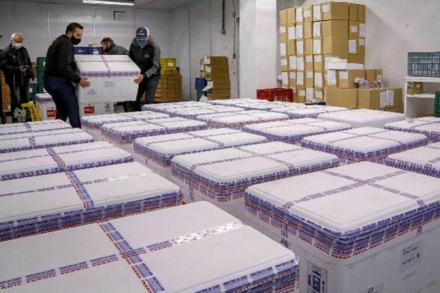 Paraná recebe 298,2 mil vacinas da AstraZeneca, lote contém apenas segundas doses