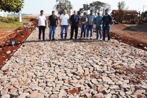 Patrimônio São Pedro de Assis recebe 2 km de pavimentação poliédrica